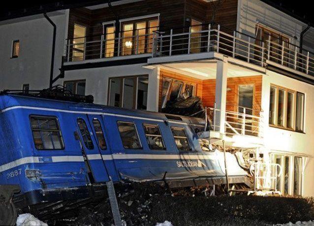 بالصور: عاملة نظافة سويدية تسرق قطاراً وتصدم به منزلاً