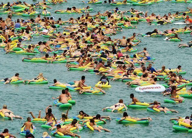 """بالصور: احتفلات بـ """"يوم استراليا"""" على الشاطئ"""