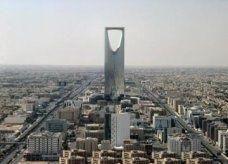 سعودي يتهم إعلاميا معروفا بضربه لانتقاده أسعار مطعم يملكه الأخير
