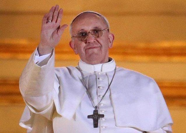 """البابا: على الكنيسة أن تساعد الفقراء وعدم الاكتفاء بشرح """"اللاهوت"""""""