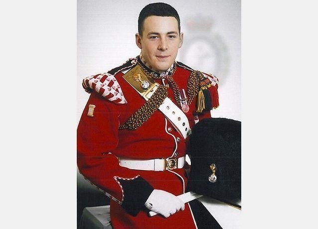 توتر في لندن ومسلمو بريطانيا على المحك بعد جريمة قتل جندي بريطاني في الشارع .. بالصور