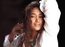 """انتحار الممثلة الشابة """"جيا خان"""" شنقاً"""