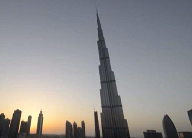 مصور عالمي يصف تجربة التقاط الصور من أعلى نقطة في برج خليفة