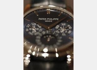 بيع ساعة يد عمرها 115 عاما مقابل 2.25 مليون دولار