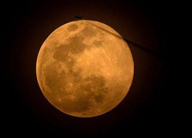 """ظاهرة """"القمر الخارق"""" المميزة .. بالصور"""