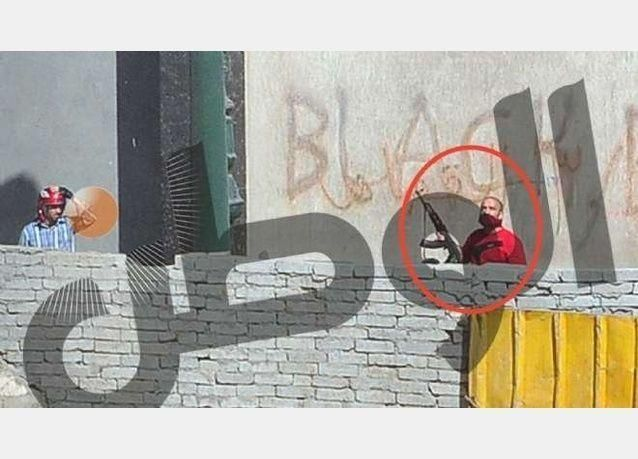 اعتقال مسلحين مؤيدين لمرسي وضبط قناصة حول مقر الإخوان بالاسكندرية