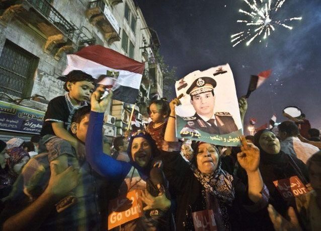 بالصور: احتفالات المصريين بعد بيان الجيش وعزل محمد مرسي