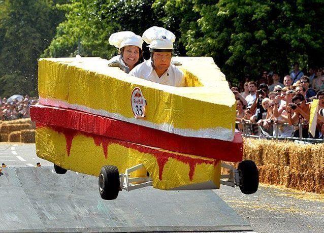 """صور من سباق """"سيارات علب الصابون"""" في لندن"""