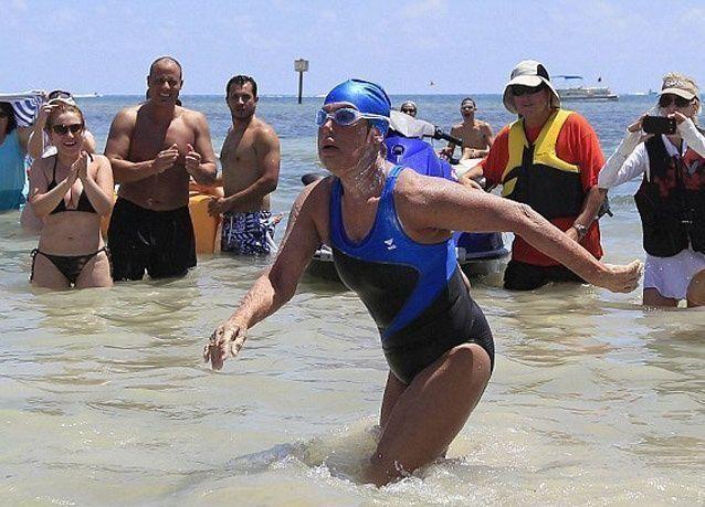 بالصور: سيدة ستينية تقطع 170 كيلومتر سباحة من كوبا إلى فلوريدا