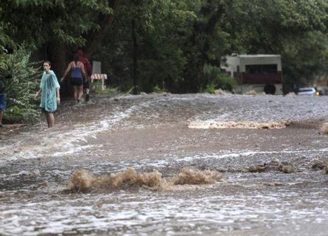 بالصور:  فيضانات كولورادو تتسبب بنزوح الآلاف