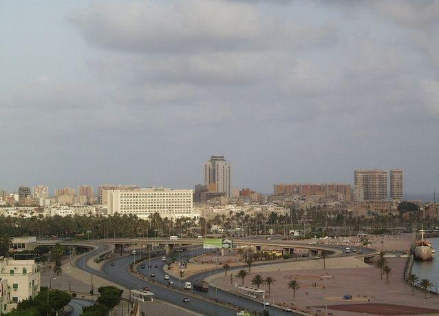غارات جوية قرب ميناء نفطي في شرق ليبيا والحدود مع تونس