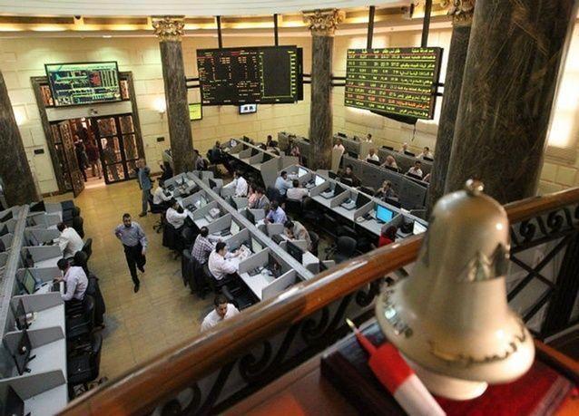 البورصة المصرية تتخطى مستوى مهماً وتباين في أسواق الخليج