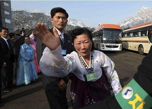 لأول مرة منذ 60 سنة:  الكوريتان..  مناظر مؤثرة للقاء قد لا يتكرر
