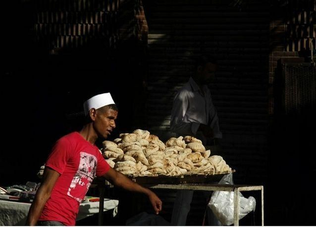 """هل تحل """"البطاقات الذكية"""" مشكلة توزيع الخبز في مصر؟"""