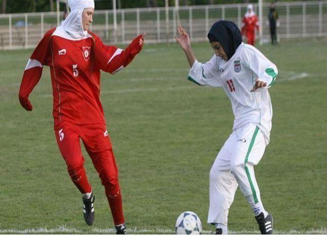 مجلس اتحاد كرة القدم يسمح بارتداء الحجاب خلال المباريات