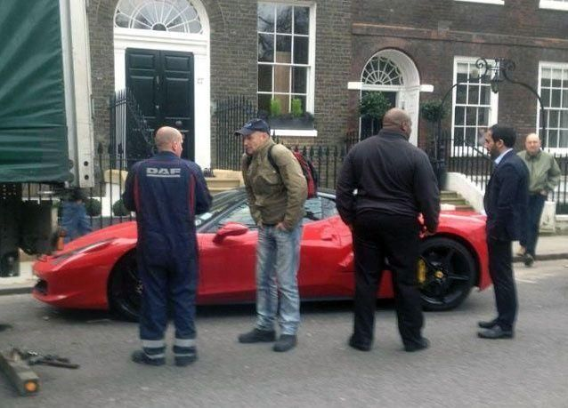 صدمة شاب عربي حطمت شاحنة سيارته الفيراري في لندن