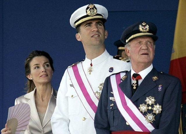 بالصور: تنازل ملك أسبانيا عن العرش بعد عامين من تدهور سمعته