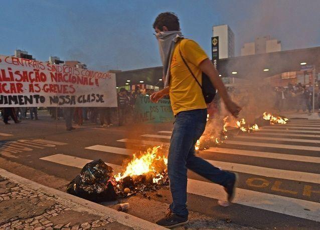 هل يشكل إضراب عمال المترو خطراً على كأس العالم؟
