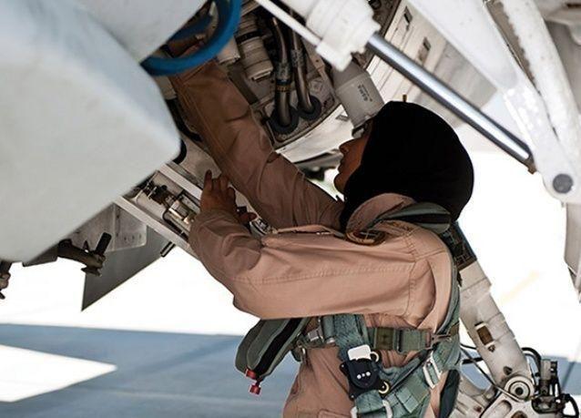 بالصور: تعرف على أول إماراتية مقاتلة في السلاح الجوي