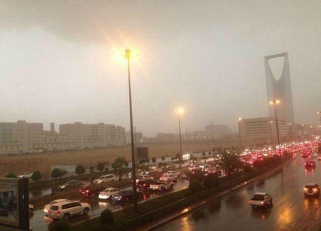 السعودية : تعليق الدراسة ليوم غدٍ الثلاثاء في معظم محافظات المملكة بسبب الأمطار