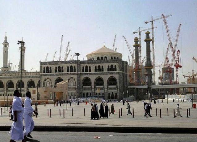 العاهل السعودي يوافق على إقامة مظلات في الساحات المحيطة بالمسجد الحرام