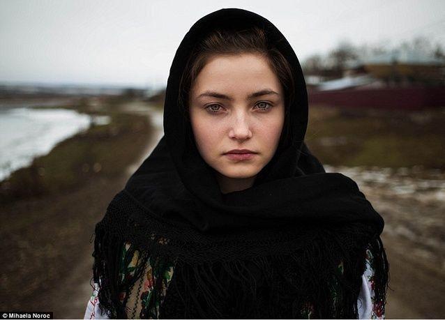 بالصور: الجمال الطبيعي في وجوه نساء العالم