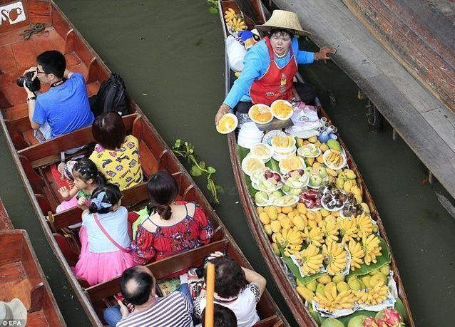 بالصور: سوق دامنوين سادواك العائم في تايلاند