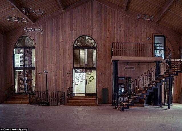 بالصور: قصر الملاكم مايك تايسون الشهير يتحول إلى كنيسة