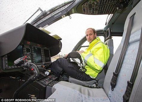 بالصور: الأمير ويليام قائداً لطائرات الإسعاف !