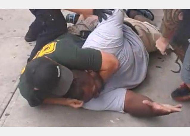5.9 مليون دولار تدفعه مدينة نيويورك لاسرة رجل خنقته الشرطة