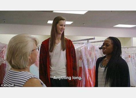 بالصور: أطول نساء العالم في برنامج تلفزيوني