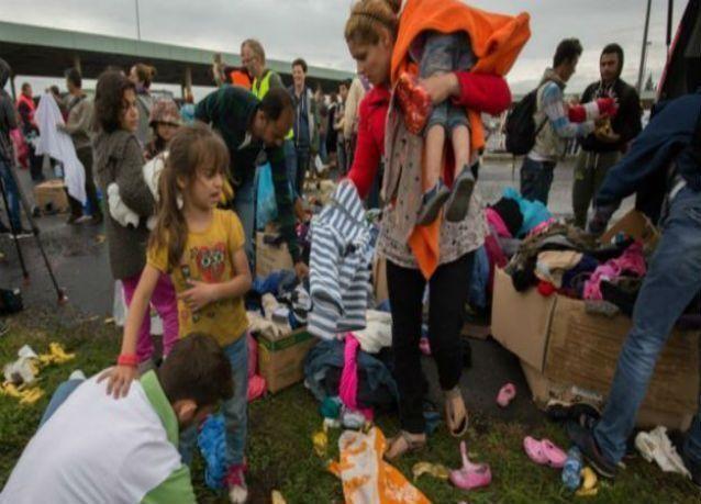 آلاف اللاجئين العالقين في المجر يصلون إلى ألمانيا والنمسا