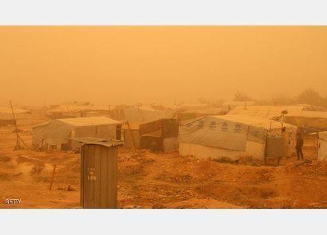 3 وفيات و750 حالة اختناق في عاصفة رملية بلبنان