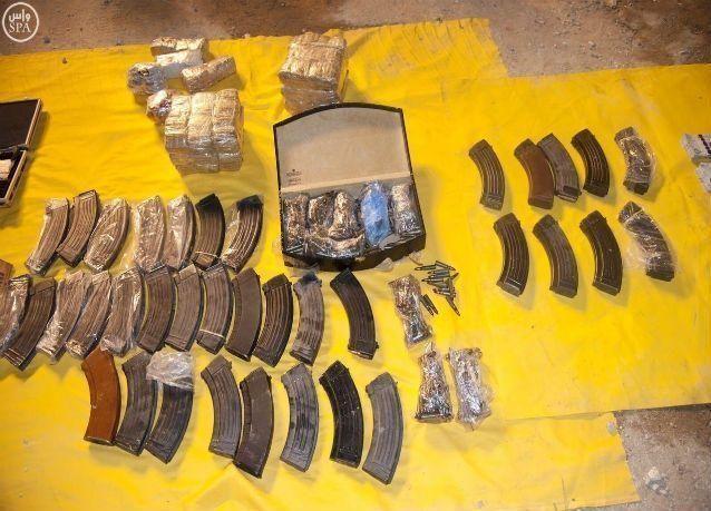 الداخلية السعودية : حزام ناسف ورشاشات وقنابل بحوزة مسلحين ألقي القبض عليهما في الرياض