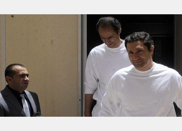 محكمة مصرية تأمر بإخلاء سبيل نجلي مبارك