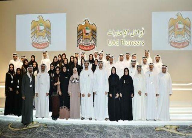 """محمد بن راشد يكرم 44 شخصية جديدة من أوائل الإمارات في """"احتفالات اليوم الوطني"""""""