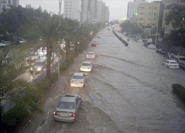 5 وفيات في مكة وجدة بسبب الأمطار الغزيرة