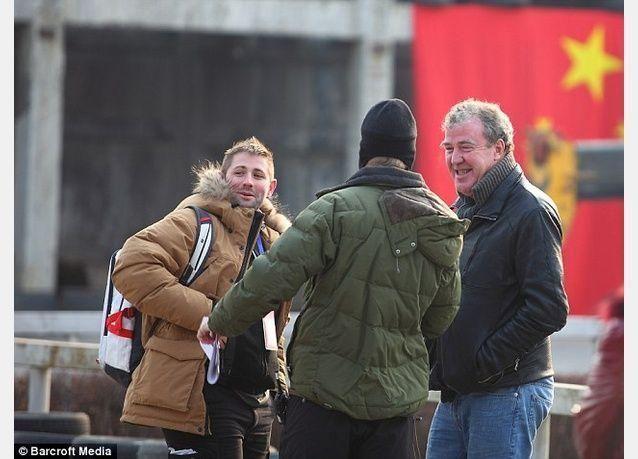 جيريمي كلاركسون سيدفع 100 ألف جنيه استرليني ثمنا للكمة وشتائم عنصرية وجهها لمنتج توب غير