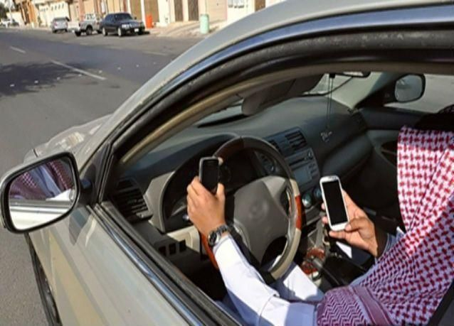 المرور السعودي ينفي مخالفة استخدام الجوال عند الإشارة