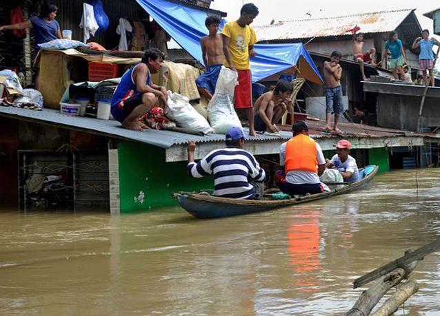 بالصور: إعصاران خلال أسبوع واحد يصيبان الفلبين بالشلل