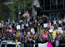 الآلاف يشاركون في أكبر مسيرة احتجاجية بوول ستريت