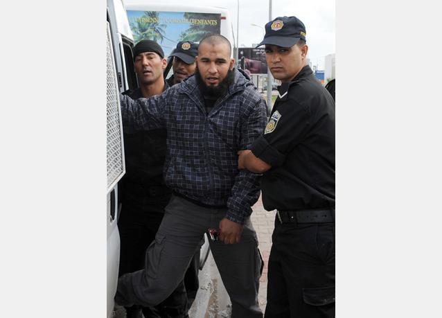 بالصور: الشرطة التونسية تتصدى لمحتجين إسلاميين بالغاز المسيل للدموع