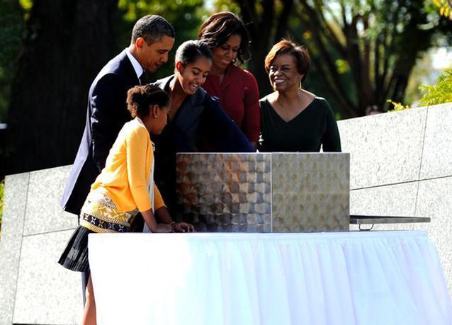بالصور: أوباما يدشن نصباً تذكارياً لتكريم مارتن لوثر كينغ
