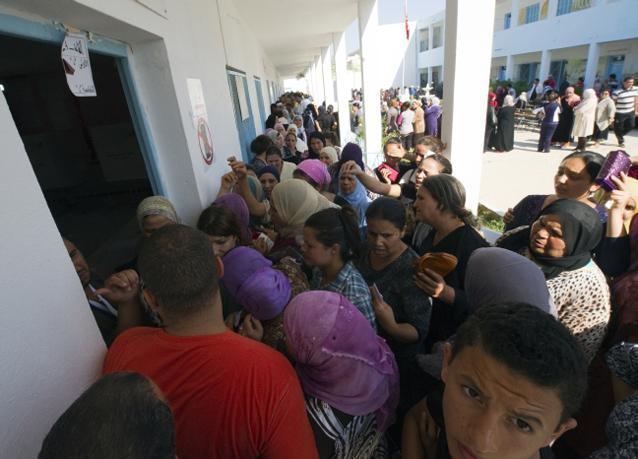 بالصور: تونس تنتخب أعضاء مجلسها الوطني التأسيسي