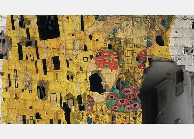 أعمال فنان سوري تعكس وطنه الذي تمزقه الحرب في معرض بالامارات