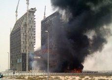 حريق في بناء قيد الإنجاز في منطقة البرشاء بدبي