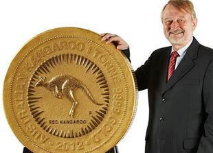 أكثر من طن وزن أكبر قطعة نقدية ذهبية في أستراليا