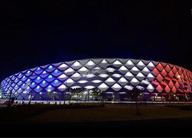 بالصور: السعودية والإمارات ومصر تضيء معالمها البارزة بألوان العلم الفرنسي تضامناَ مع باريس