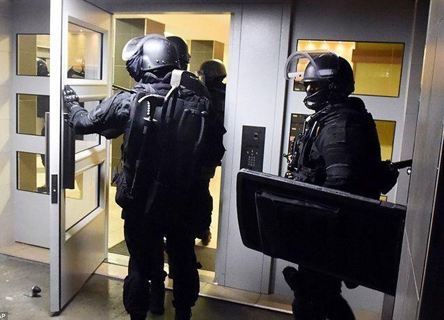 بالصور : الشرطة الفرنسية تضبط صواريخ قاذفة وأسلحة ثقيلة في حملة مداهمات