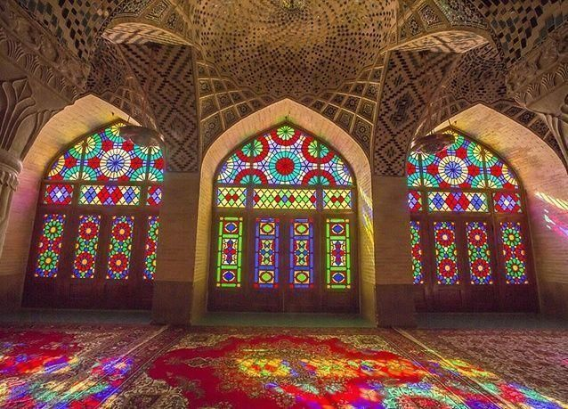 بالصور: صحيفة بريطانية تروج لمزايا السياحة في إيران